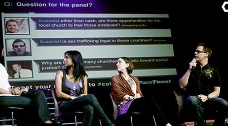 presentaciones 12 Aplicaciones para Mostrar Tweets respecto a un #hashtag en una presentación o charla